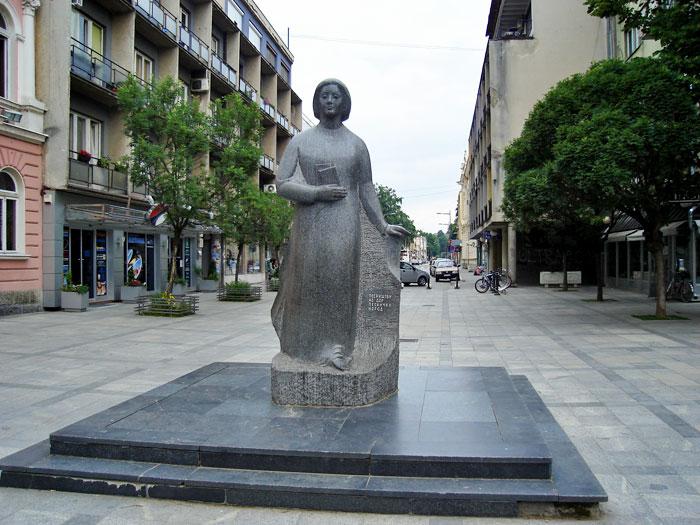 Spomenik Desanka Maksimovic Valjevo