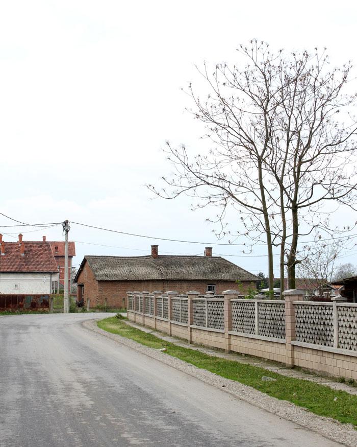 Selo Lozovik Gde Je Spomenik Majklu Dzeksonu Dizajn Planina