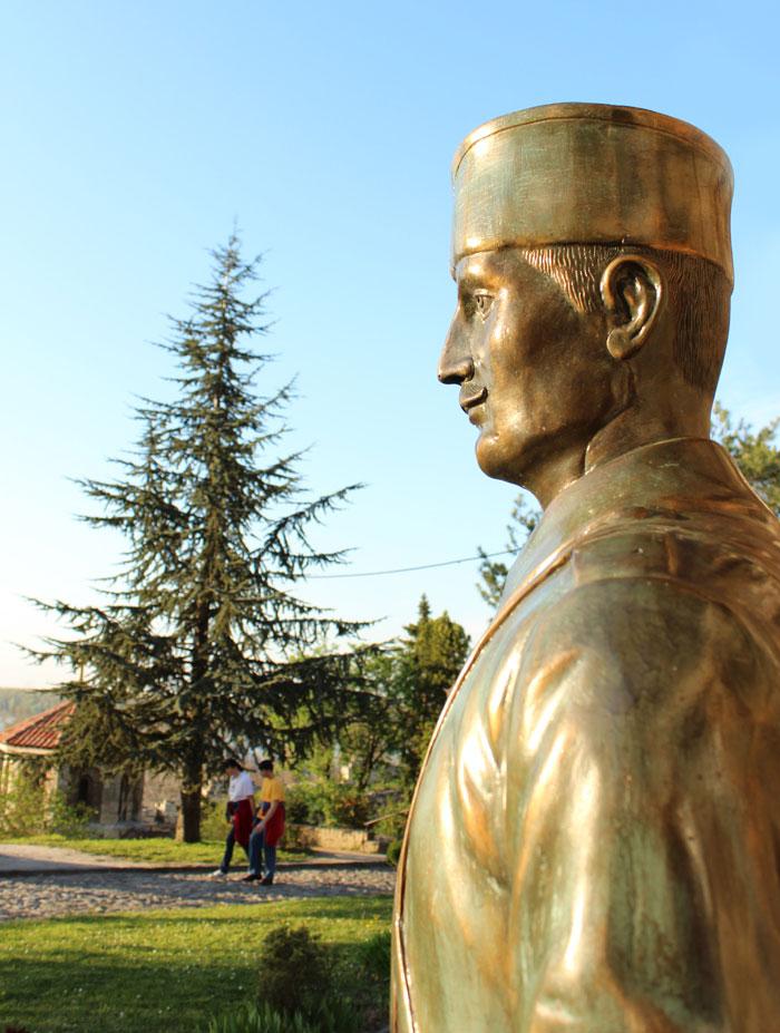 statua-ispred-crkve-ruzice-na-kalemegdanu-pesadinac-iz-balkanskih-ratova