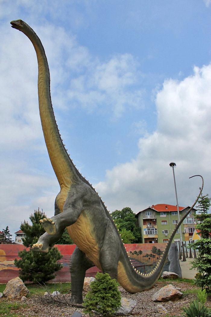 Dinosaurus Diplodokus u Dino parku Svilajnac